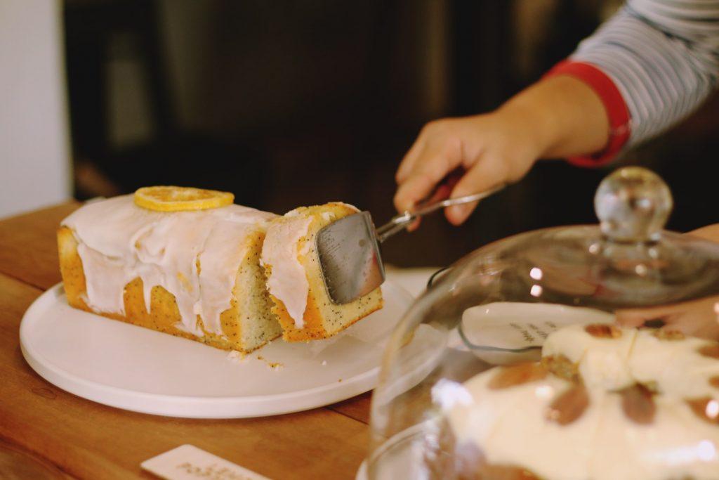 Can dogs eat lemon cake